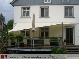 sonnensegel balkon balkonbeschattung mit sonnensegel. Black Bedroom Furniture Sets. Home Design Ideas